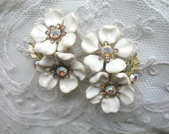 Vintage Plastic & Rhinestone Flower Earrings ~ White Flowers ~ Clip On ~ Lisner