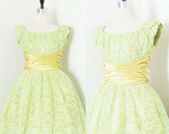 40% OFF SALE Vintage 1950's Lime Green Lace Party Dress / 50's Cupcake Bombshell Bridesmaid Tulle Frilly Prom Dress / Size Small