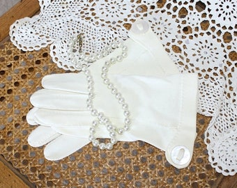 SALE 1950s Ivory White Formal Party Wedding Gloves . Vintage 50s 60s Cotton Wrist Gloves with Buttons . Size  6 1/2 to 7