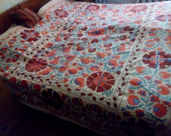 Uzbek vintage hand embroidered suzani 193x262cm. Wall hanging, bed cover suzani