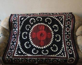 Vintage Uzbek Samarkand suzani. Wall hanging, table runner, bed cover suzani. SW055