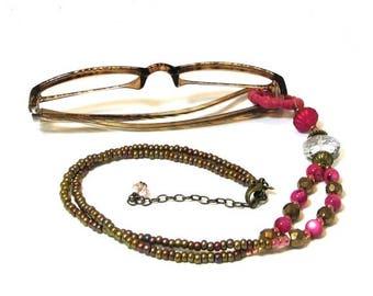 ON SALE Gift for Reader Eyeglass Holder / Eyeglass Lanyard / Eyeglass Holder Necklace / Beaded Eyeglass Chain