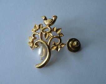 Bird on Tree pin. Gold Tone, faux pearl.
