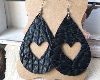 Leather Love-drop earrings - Black Gator