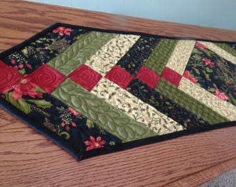 Christmas Braid with Feather Quilting Patchwork Table Runner