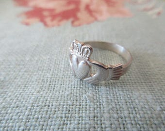 vintage sterling silver ring - Irish, claddagh, size 7.5, made in Ireland