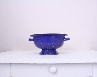 Vintage Blue Speckled Colander // Farmhouse Display