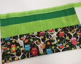 Classroom Apron- Owls (green)