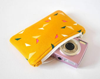 Gadget protective padded camera mini makeup pouch retro triangle print in mustard yellow, pink and navy blue.