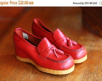 20% off weekend sale / vintage 1970s shoes / 70s red leather wedge loafers / size 5.5