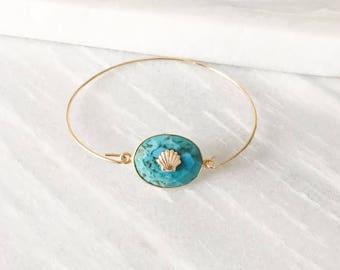 Bracelet jonc plaqué or pierre turquoise et coquillage