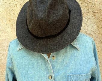 Men Felt Bucket Hat, Crushable Felt Hat, Size- L/XL, Gray Detactive Hat, Vintage Cool Hat, Great For Traveling, In Excellent Condition.