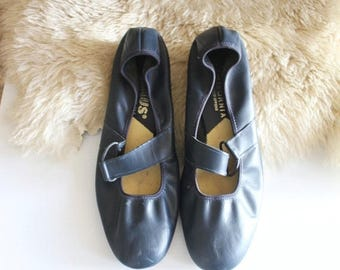 ON SALE Vintage 60's Navy Leather Heels