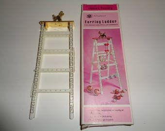 Retro Whimsical Earring Ladder in the original box package in Very Good Condition made of white plastic in Hong Kong in 1977 for Chadwick's