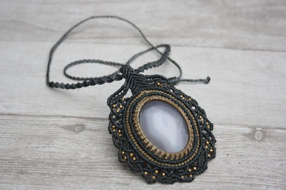 AGATE MACRAME NECKLACE- Statement Macrame Necklace- Limited Edition- Macrame Choker- Crystal Necklace- Handmade -Healing Crystal