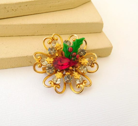 Vintage Red Rhinestone Holly Leaf Gold Christmas Holiday Flower Brooch Pin EE16