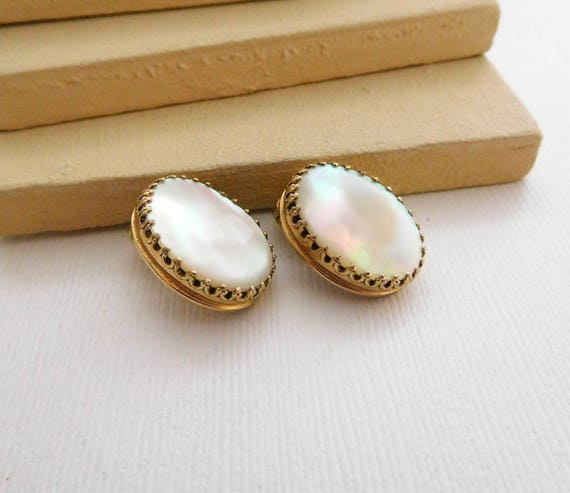 Vintage Whiting & Davis White Mother Of Pearl Gold Tone Clip On Earrings D39