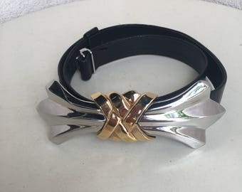 """Vintage Alexis Kirk belt black leather with silver gold tone bow buckle fits 25""""-29"""" waist"""
