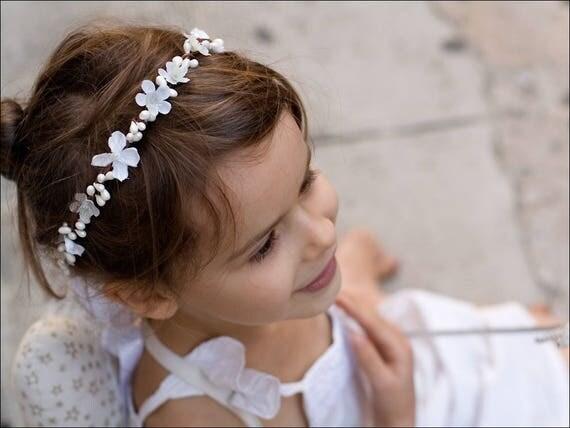gaia couronne blanche de fleurs et baies enfant mariage. Black Bedroom Furniture Sets. Home Design Ideas