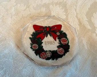 CIJ Vintage Plastic Reverse Painting Christmas Wreath Ornament 1985 Made in USA
