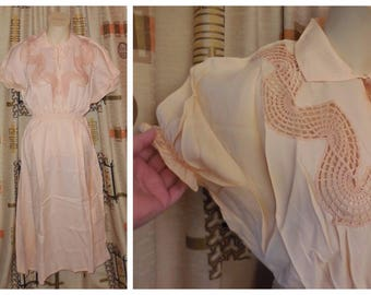Unworn Vintage 1950s Nightgown Long Peachy Pink Rayon Nightgown Crocheted Inset NWOT Puffed Sleeves 30s Deco Rockabilly Pinup S chest to 36
