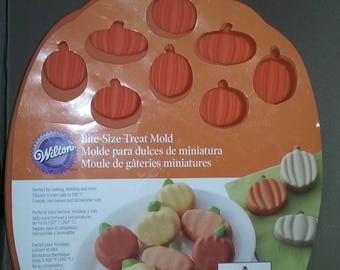New In Package Wilton Pumpkin Silicone Cookie Candy Candle Mold