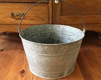 Vintage Metal Bucket, Primitives, Galvanized Metal, Farmhouse Decor, Bucket with Handle, Rustic, Home Decor, Garden Tools, Water Bucket