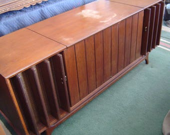 Zenith Stereo Am / Fm Radio Record Player Console Cabinet Danish Mid Century Modern, LOCAL PICK-UP Only Warren, Mi. (Detroit Area)