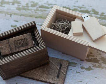 8gb USB 3.0 with matching wood USB box - (spanish moss included)