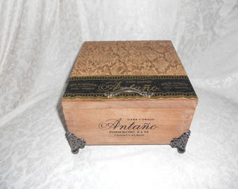 Mens Jewelry Box, Custom Cigar Box Men's Valet, Embossed Snakeskin Leather, Valuable Box, Stash Box, Authentic Cigar box, Leather