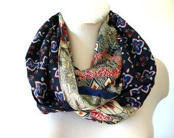 Infinity Scarf - duo of contrasting fabric - Made in France. Bordeau, noir, blanc. Reversible. Funky Bags 'n Bibs / Lorella Creations