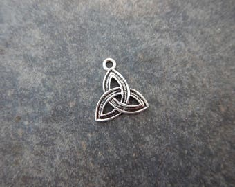 10 Triquetra Irish Celtic Charms St Patrick's Day Antique Silver Tone Jewelry Supplies  18x15mm