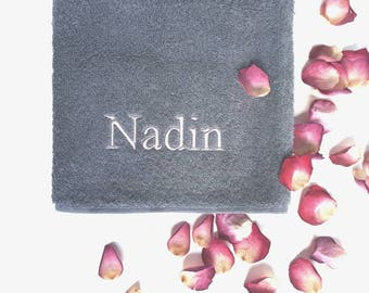 Personalized Monogrammed Hand and Bath Towel / Embroidered Wedding Gift Towel