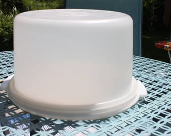 Vintage Round Tupperware Cake Carrier Saver Keeper Frosty White, 683/684