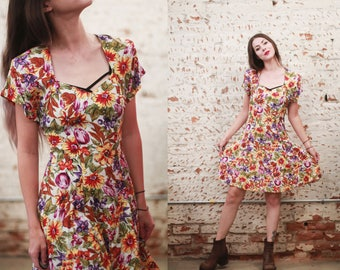 Vintage 1980s 90s XS / small Ariana sweetheart neckline floral print mini skater dress / babydoll dress / microfloral pattern