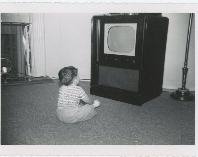 Vintage Snapshot Photo: Watching the Television, 1950s (76585)
