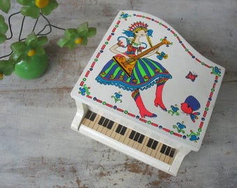 Vintage Toyo Jewelry Music Box Piano With Russian Or Scandinavian Girl Cute Groovy Graphics