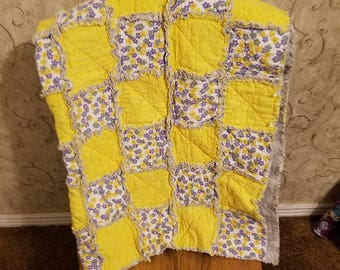 Yellow and gray rag quilt