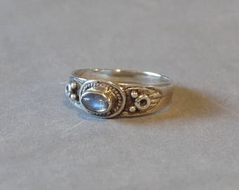 Vintage Moonstone Ring Sterling Silver Clear Gemstone Simple Design Size 6.25 Marked 925