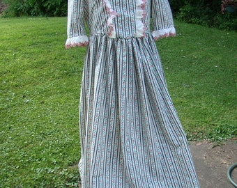 Price Reduced Costume Child Girls Colonial Gown and Mob Cap Martha Washington Size 5-6 New