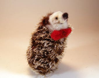 Hedgehog collectible/hedgehog lover gift/wool hedgehog/brown white hedgehog/needle felted hedgehog/soft sculpture hedgehog/kawaii hedgehog