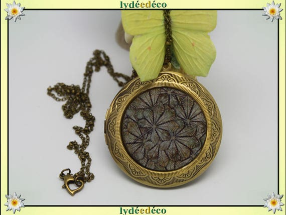 Photo necklace retro vintage leaves resin and brass gray beige Medallion 45 mm diameter