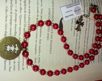 S003 Colar de pérolas com pendente menina em ouro velho