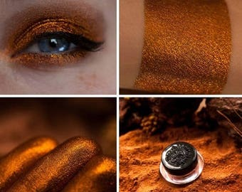 Eyeshadow: Scorching by Swelter - Nomad. Sultry gold eyeshadow by SIGIL inspired.
