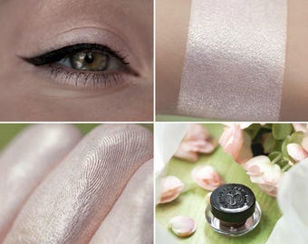 Eyeshadow: Quite a Crumb - MoonElf. Light and delicate eyeshadow by SIGIL inspired.