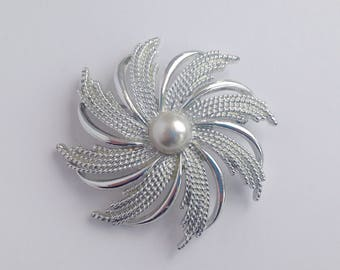Vintage Sarah Coventry SilverTone And Faux Pearl Swirl Flower Style Brooch.