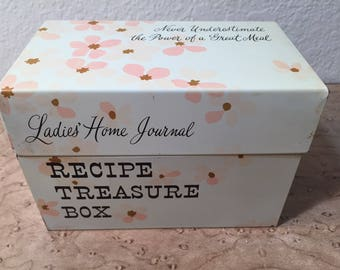Tin Ladies Home Journal recipe treasure box packed with recipes! - vintage from the Ohio Art company