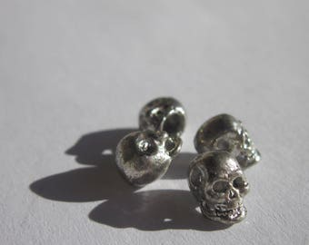 4 beads in the shape of skull silver 8 mm high (2424)