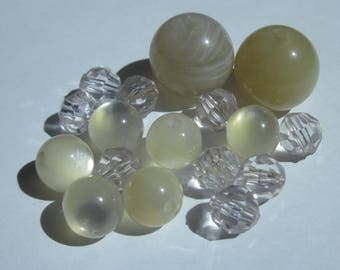 16 round acrylic beads beige and transparent (PV55-35)
