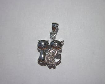 "in ""925"" cat-shaped pendant and rhinestones (51)"